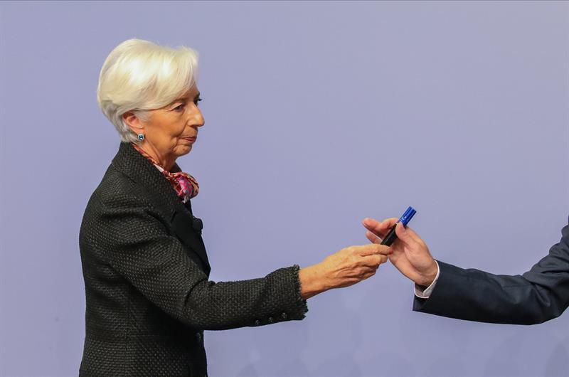 mujeres finanzas sostenibles