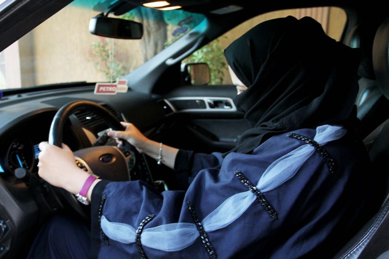 mujer autoescuela arabe