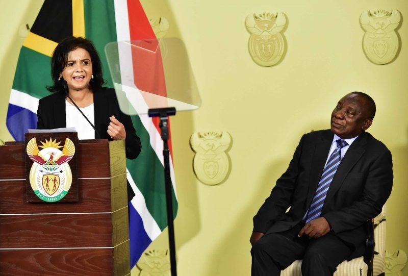 mujer fiscal Sudáfrica